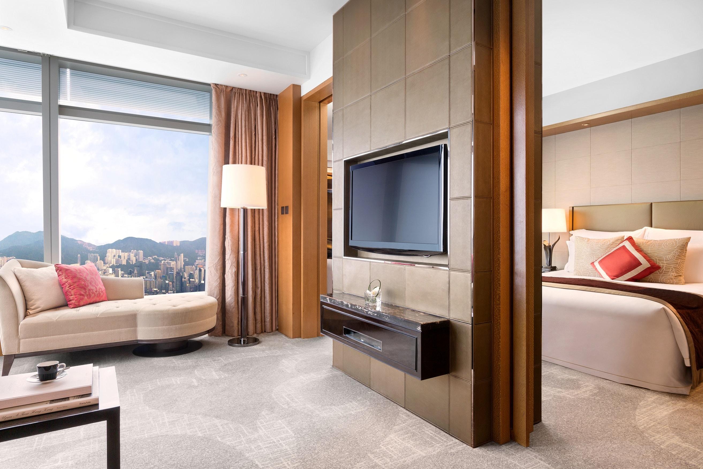 Deluxe Suite - Living Room (2)-min